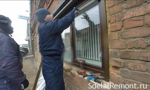 Vandal-proof blinds on windows