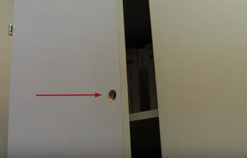 Врізка меблевого замку в шафу установка в отвір
