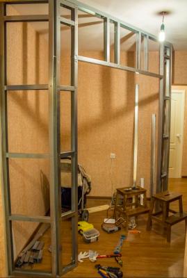 Dressing corner of plasterboard - partition frame