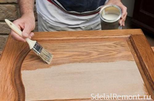 Грунтование поверхности мебели