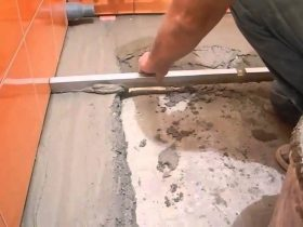 Concrete screed in the bathroom
