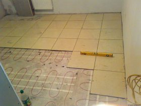 Electric Heated floor screed without
