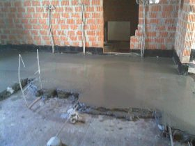 The thickness of the semi-dry screed