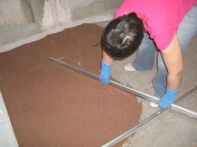 Screed floor under the laminate