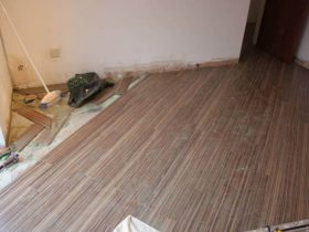 Laying the laminate on a water floor