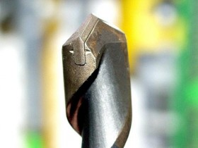 Drill insert for work on concrete