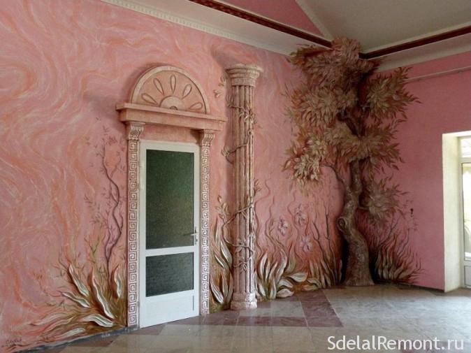 Оформление стены декоративной штукатуркой и росписью