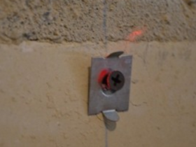 крепление ушастика к стене