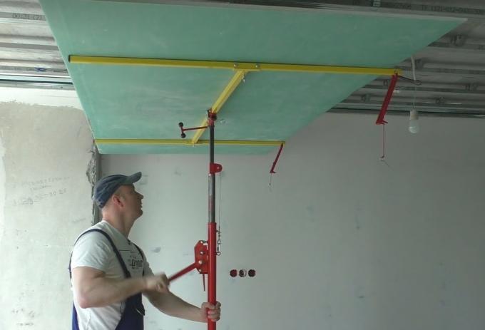 Как правильно прикручивать гипсокартон к потолку