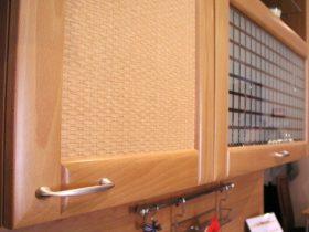 10 неожиданных способов декорировать место над кухонными шкафами