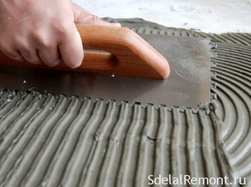робота укладання плитки на підлогу
