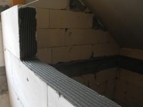 Перевязка блоков и намазывание клея
