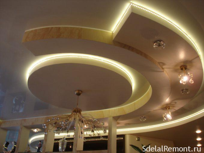 парящие элементы из гипсокартона на потолке с подсветкой