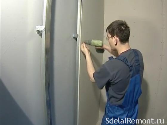 Крепим листы гипсокартона к металлическому каркасу, при необходимости заполняем утеплителем или звукоизоляционными материалами фото