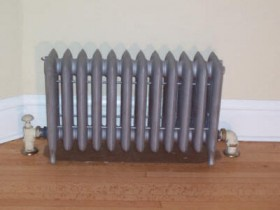 Чавунний радіатор на ніжках