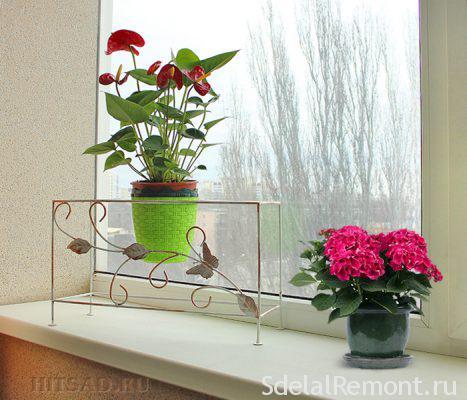 Модели оконных подставок для цветов