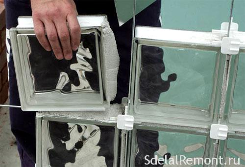 Кладка из стеклоблоков
