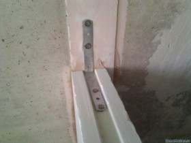 plate fasteners to the wall