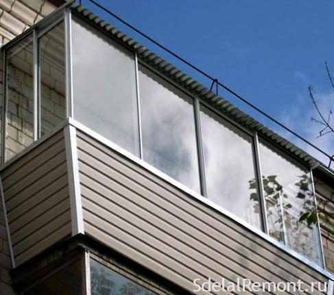 Цілковите скління балкона з дахом
