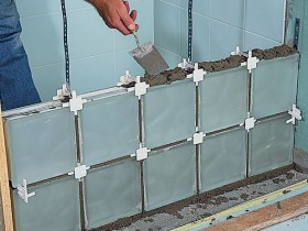 Installation of brick and glass glue