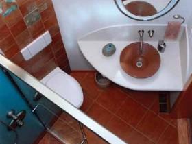 Оригинальное оформление ванной комнаты 2 кв. м