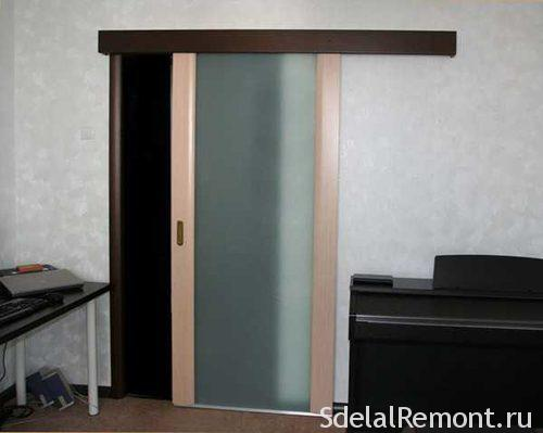 Installation of sliding doors with their hands