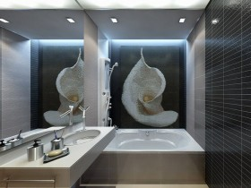 A large mirror in a small bathroom